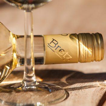Weingut-Bretz-Flasche-liegt