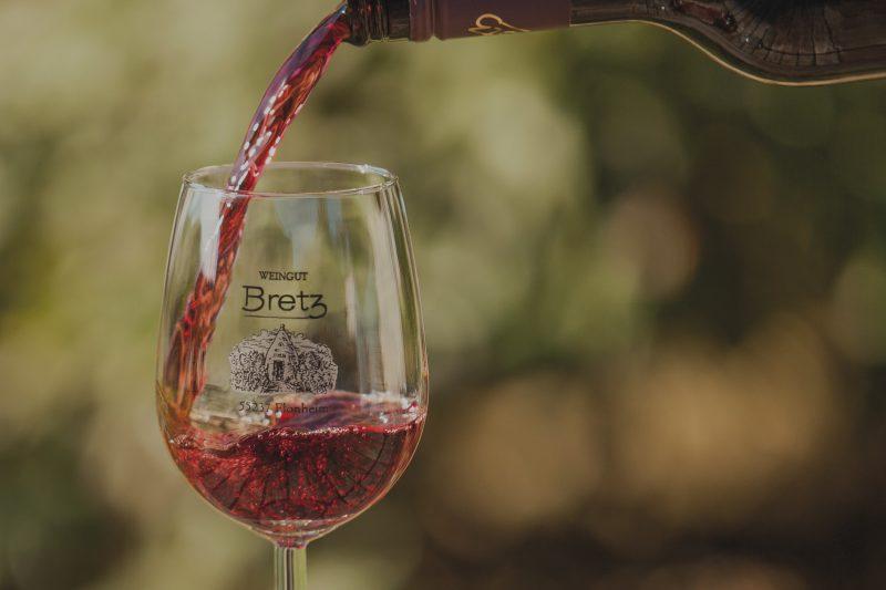 Weingut-Bretz-Rotwein-Overlay